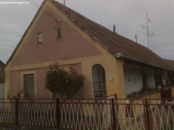 Almamellék családi ház eladó