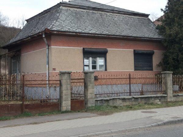 Karancskeszi, Fő út 95.
