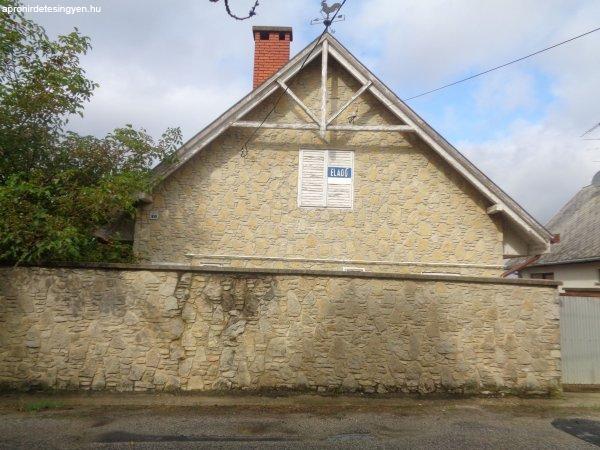 Keszthelyen csendes környéken családi ház eladó