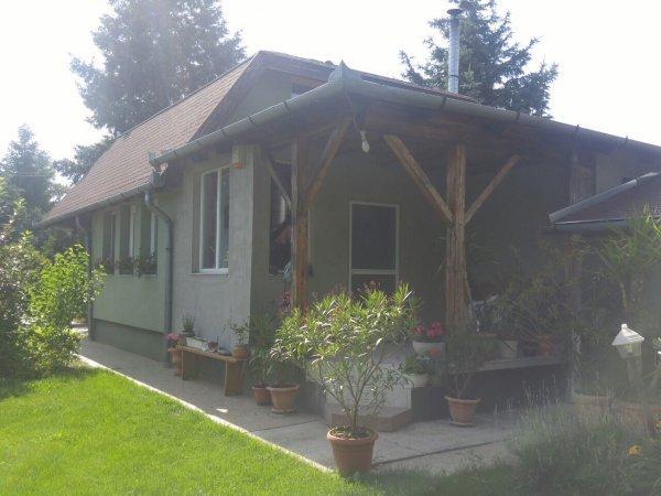 Vízparti családi ház