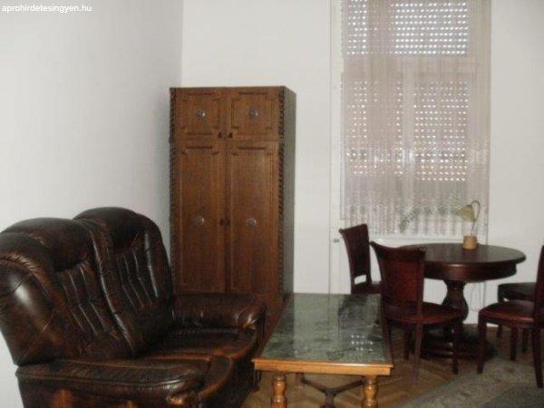 Pécsen kiadó egy 2. emeleti 3 szobás lakás 69837