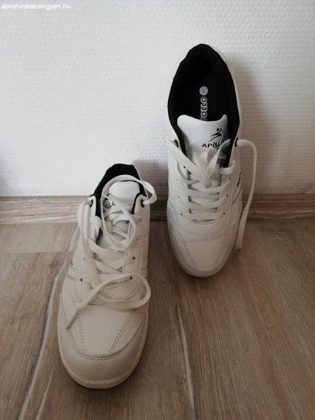 40-es Sportcipő
