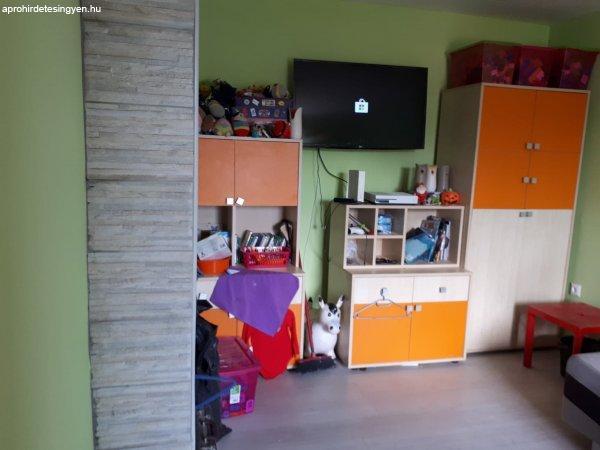 Eladó 2 szobás családi ház Pétfürdőn