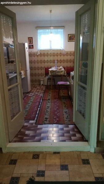 Eladó jó állapotú családi ház