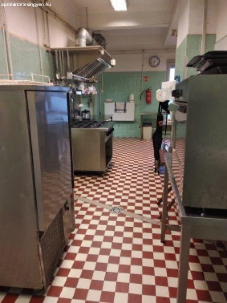 Ipari termelő konyha készülékekkel, edényzettel együtt kiadó