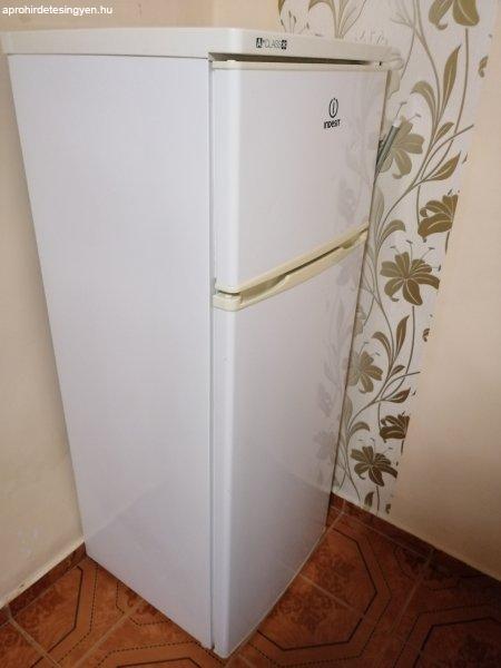 Eladó Indesit hűtőszekrény.