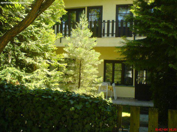 Balatonlellén 200 m.re a strandtól kiadó ház 9 főig