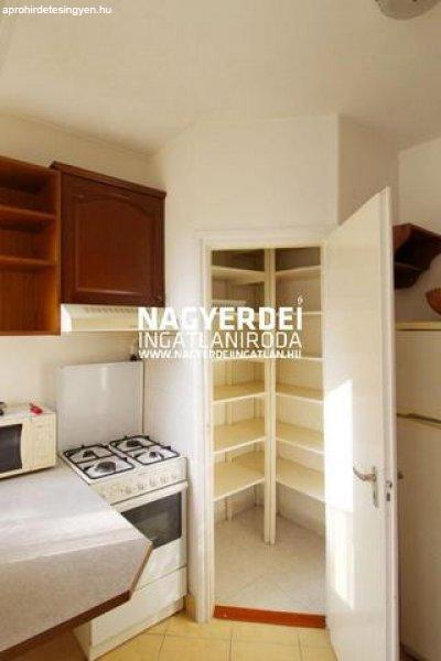Eladó 98.20m˛ tégla lakás, Debrecen