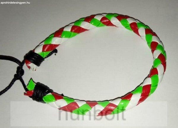 Műbőr fonott fehér piros-fehér-zöld nagyobb kockás karkötő