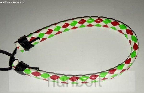 Műbőr fonott fehér piros-fehér-zöld kisebb kockás karkötő