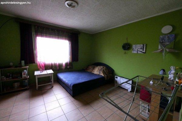 Kis lakóház eladó
