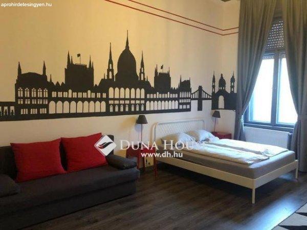 Kálvin téren kettéosztott minimalista lakás - Budapest IX. k